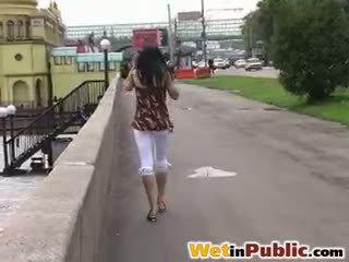 สาธารณะ เปียก กางเกงรัดรูป
