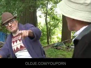 قديم farts pleasing أقرن كتكوت في ال woods