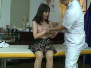 Spycam captures yang reluctant warga asia isteri seduced oleh beliau masseur