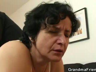 她 gets 她的 老 毛茸茸 hole filled 同 two cocks