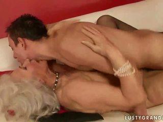 Het bystiga mormor knull en pojke