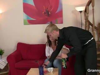 Drunken امرأة غير picked فوق و مارس الجنس