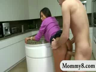 Βήμα μαμά swallowed σκληρά shaft και nailed προτού ένα κούκλα e και joins τους