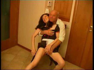 Seductive ब्रुनेट मैड gets rammed द्वारा पुराना fart