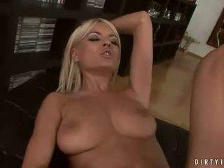 Sexig homo hannah jägare och jasmine rouge having en fittor licking handling