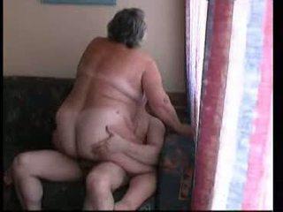 Abuela cabalgando duro en sillón vídeo