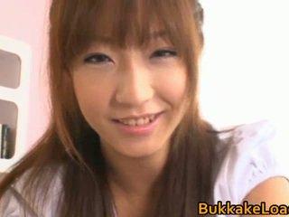 Hina kurumi è un graziosa orientale donna