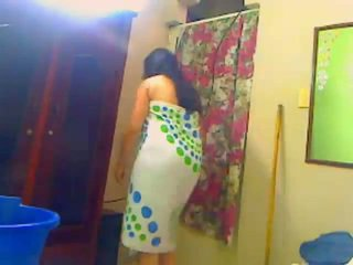 Warga india milf self recorded douche