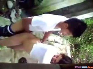 Menina fazendo sexo jo fundo da escola