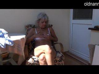 Nakal lebih tua nenek melancap dengan mainan video