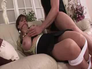 Ponia sonia apribojimas ir į ilgos kojinės