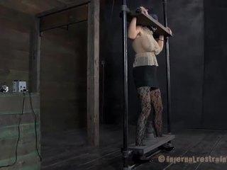 Caged למעלה בייב gets pleasuring