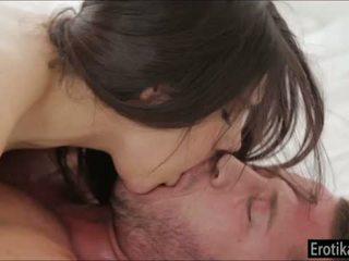 Rondborstig valentina nappi enjoys wakeup seks