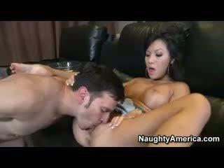 Asiatisk pornostjerne asa akira knullet hardt og facialized