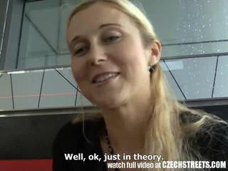 Tschechisch streets - blond milf picked nach oben auf straße video