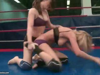 hq lesbisch video-, online het worstelen scène