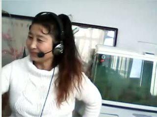 คนจีน แม่ผมอยากเอาคนแก่ shows breast และ กางเกงใน