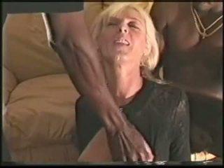 Matang swinger isteri loves hitam cocks video