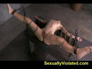 Fucked lược qua ten inch bbc trong strict bondage
