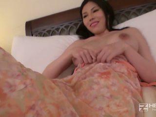 Nastolatka azjatyckie laska z duży cycki works to noc.