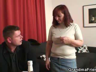 סבתא loses ב רצועה פוקר