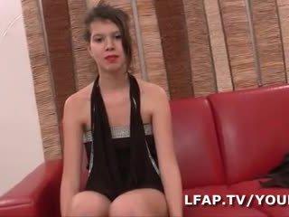 Premiere sodo difficile wlać cette jeune ado francaise lors de syn casting porno