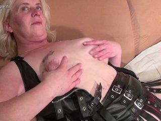 Erotic Cougar Having Her Grumble Nice