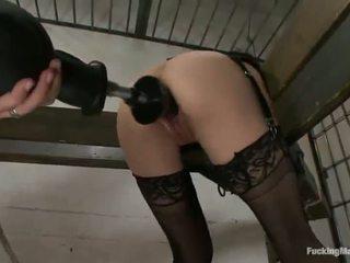 Constrained فوق cytherea has toyed في لها sensuous clam في السجن
