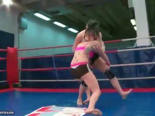 lesbisch thumbnail, echt lesbische strijd neuken, plezier muffdiving scène