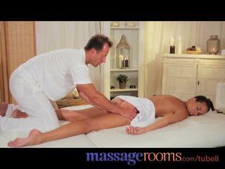 Masazh rooms sexy model gets expert trajtim dhe has e thellë e pacensuruar orgazëm
