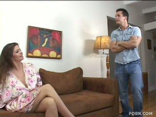 Gjoksmadhe step-mom qirje të saj bir