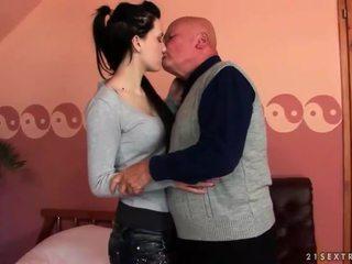 vol brunette gepost, vers hardcore sex kanaal, nominale orale seks