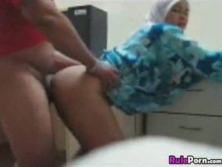 Arab meisje geneukt van achter