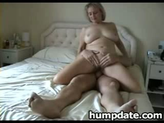 Bystiga äldre hustru med fin stor röv rides kuk