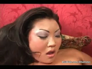 Heiß Asiatisch Gives Blowjob
