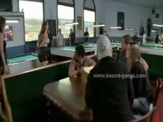 גברת ביקור transforms ל a אכזרי sado maso כנופיה bang כאשר היא הוא כפוי ל זיון