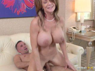 Mẹ watches một số entrancing khiêu dâm và gets nghịch ngợm