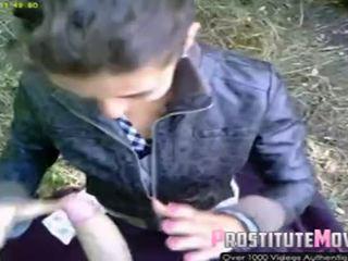 Jalan pelacur warga romania menghisap zakar dan air mani pada muka /facial