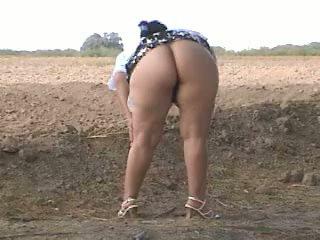 Piss 脂肪 屁股 pee 在 街头. bebita 墨西哥的 懒妇