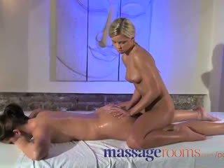 Pijat rooms klitoris menggosok untuk dia puncak syahwat dengan masseuse