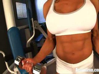 Γυμνός εργασία έξω με female bodybuilder marina lopez