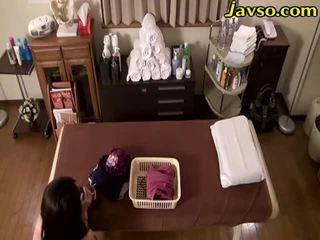 Naimisissa nainen öljy hieronta salon