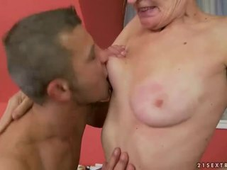 Caldi nonnina gets suo pelosa fica scopata