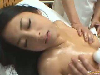 जपानीस डॉल satomi suzuki किसे enjoys एक मसाज