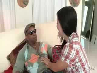 Slutty housekeeper blowing मॉन्स्टर ब्लॅक cocks पर घर