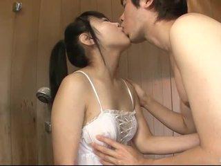 Japānieši skaistule uses viņai mēle