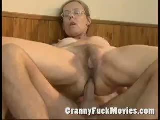 Vecchio nonnina scopata difficile in suo pelosa culo