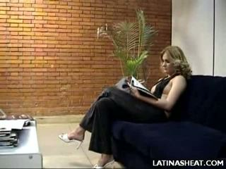 Latino pupa adriana mostra spento suo latte cans