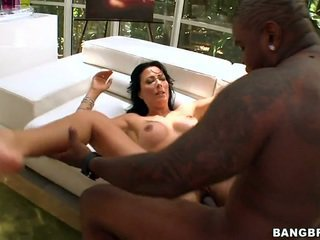 Zoey Holloway takes it big