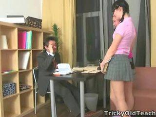 เซ็กซี่ ผู้หญิงหลายคน เพศสัมพันธ์ ของพวกเขา มีอายุ คุณครู.